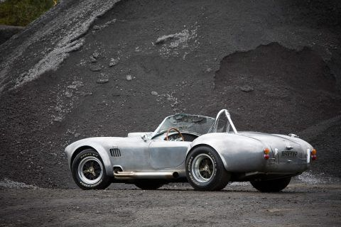 Accelerating In A AC Cobra 427 Is Mind-Blowing And Terrifying