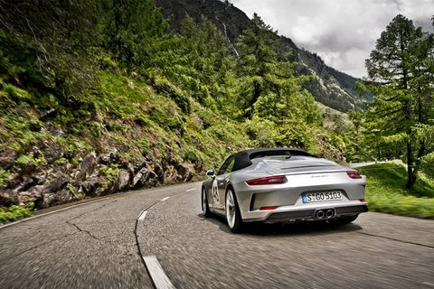 Five generations of Porsche Speedster – summit on the Gotthard Pass