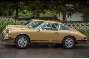 Porsche 911 twins offered – original and restored cars head to auction