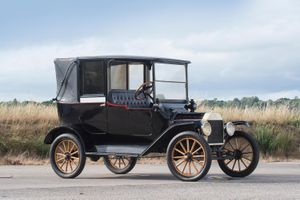 1915 Ford Model T Landaulet