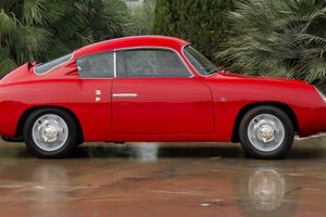 This 1958 Fiat-Abarth 750 GT Is A Tiny Double Bubble Of Perfection