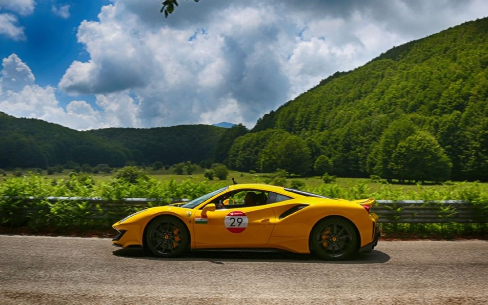 When 100 Ferraris Go On Tour Around Italy The Pictures Are Guaranteed To Be Spectacular Artikel Ausgewählt Von Artebellum